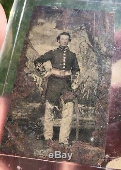 Civil War Tintype Image Photograph Of Officer With Sash & Sword